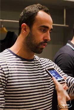 Yan Acioli dando entrevista