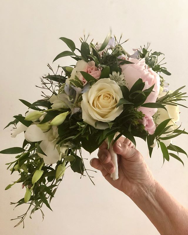 Delicate Wired Bridal bouquet