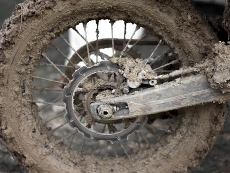 Når hjulet sidder fast i mudder..