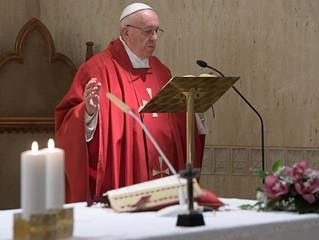 """Papa: o mistério de amor da Cruz não é """"masoquismo"""" espiritual"""