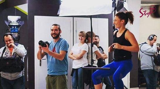Just Jump Fitness Warszawa i Agnieszka Szaniawska instrukto fitness w telewizji TVN Style programie Apetyt na Miłość prowadzi zajęcia fitness na trampolinach dl uczestników programu