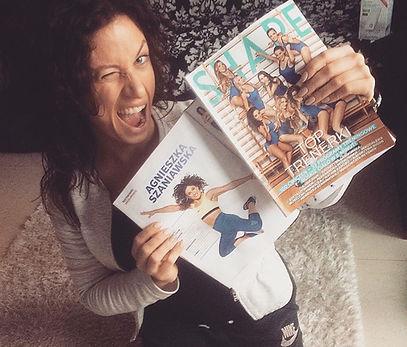 kwietniowa okładka magazynu Shape a na niej Agnieszka Szaniawsk instruktor fitness z Just Jump Fitness Warszawa . W środku gazety kilka stron poświęconych na ćwiczenia prezentowane przez Agnieszkę Szaniawską instruktor fitness