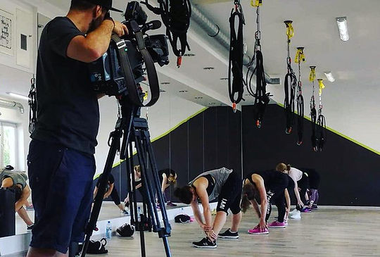 Just Jump Fitness Warszawa i Agnieszka Szaniawska instruktor fitness w telewizji TVP a dokładniej TVP INFO opowiada i prezentuje zajęcia bungee fitness