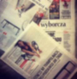 Gazeta wyborcza a w niej Agnieszka Szaniawska instruktor fitness z Just Jump Fitness Warszawa opisuj na czym polegają zajęcia fitness na trampolinach . 3 strony poświęcone firmie Just Jump Fitness wraz z lokalizacjami gdzie prowadzonesą zajęcia fitness na trampolinach