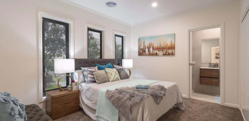Hillview Ave Bedroom