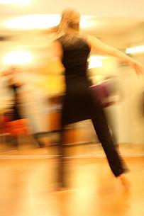 dancing-273875_1920.jpg