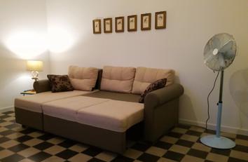 Soggiorno con divano-letto matrimoniale