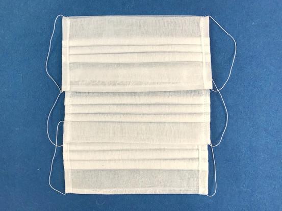 Маска для лица одноразовая, четырехслойная Материал: спанбонд, марля Держатель: эластичная резинка-нить (цвет белый) Размер: 20*10 см Нанесение логотипа не возможно