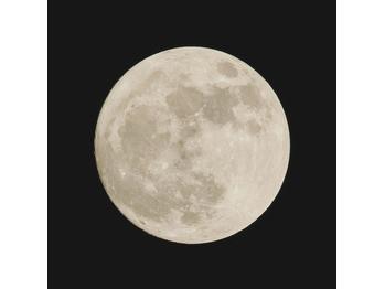 満月とからだ。