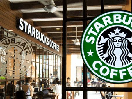 Залог успеха Starbucks: любовь к клиентам и яркие вывески