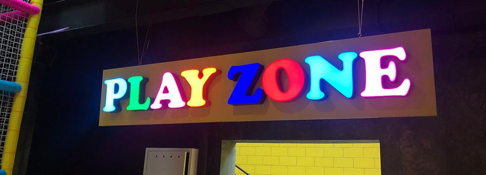 Цветные буквы Play Zone
