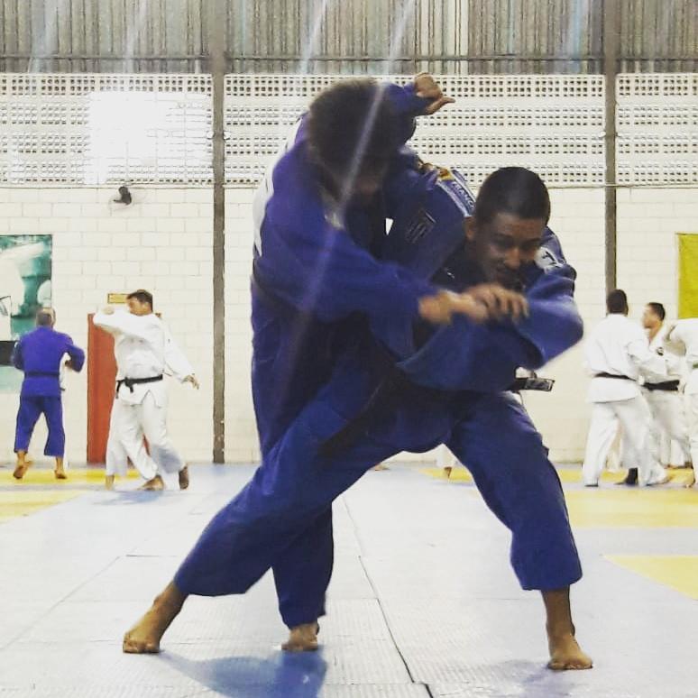 Atleta Ryaan Carrijo fazendo o golpe Tai Otoshi, no Centro de Excelência Esportiva São Paulo/SP