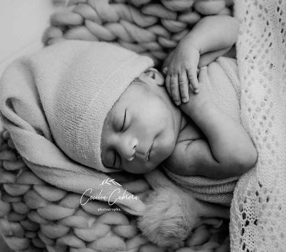 Mateo Newborn-80_b&w.jpg
