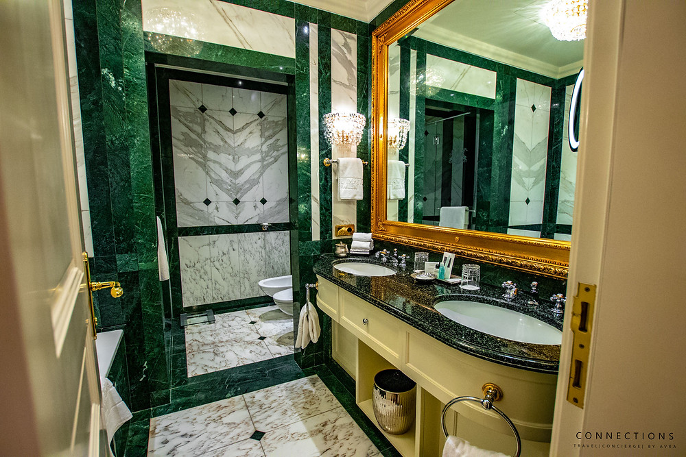 Hotel Imperial Deluxe Bathroom