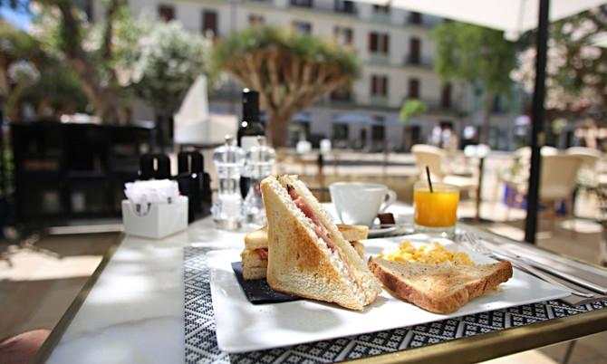 Frühstück im Café Montesol Ibiza