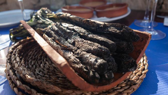 Calçots: Katalanische Spezialität im Restaurant Can Cires