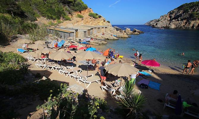 Hidden Beach im Norden von Ibiza: Cala d'en Serra