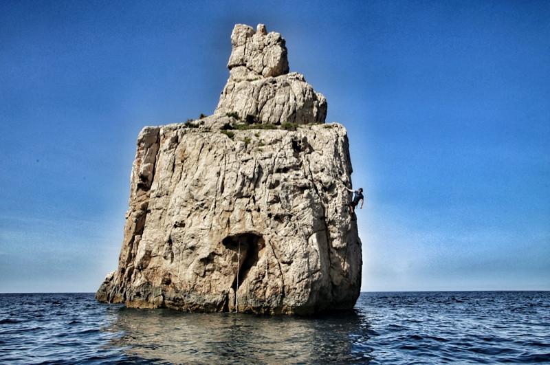 Deep Sea Water Soloing an der Felsnadel von Benirràs auf Ibiza