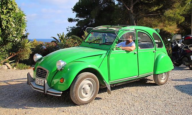 Mietwagen mit Hippie-Feeling: Mit einer Ente auf Ibiza