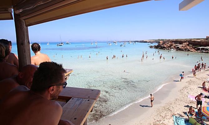 Kostenlos mit dem Handtuch am Strand: Die erste Meereslinie gehört auf Ibiza und Formentera allen