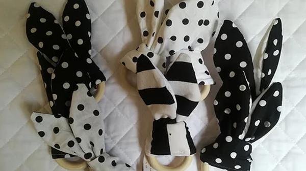 Hochet lapin en tissu Montessori