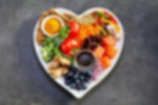 alimentos-saudaveis-em-prato-com-formato
