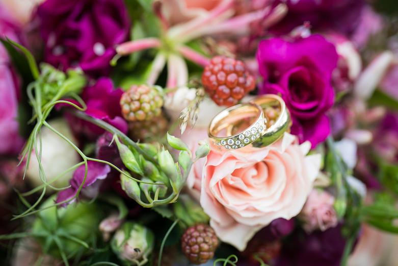 brudebuket og ringe