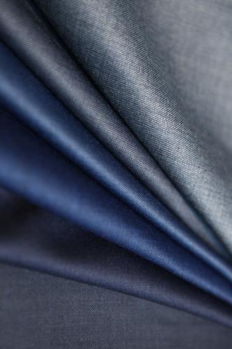 tissus bleu costume sur mesure