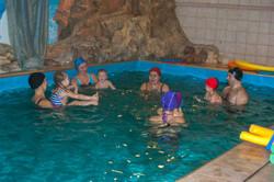 детское занятие в бассейне