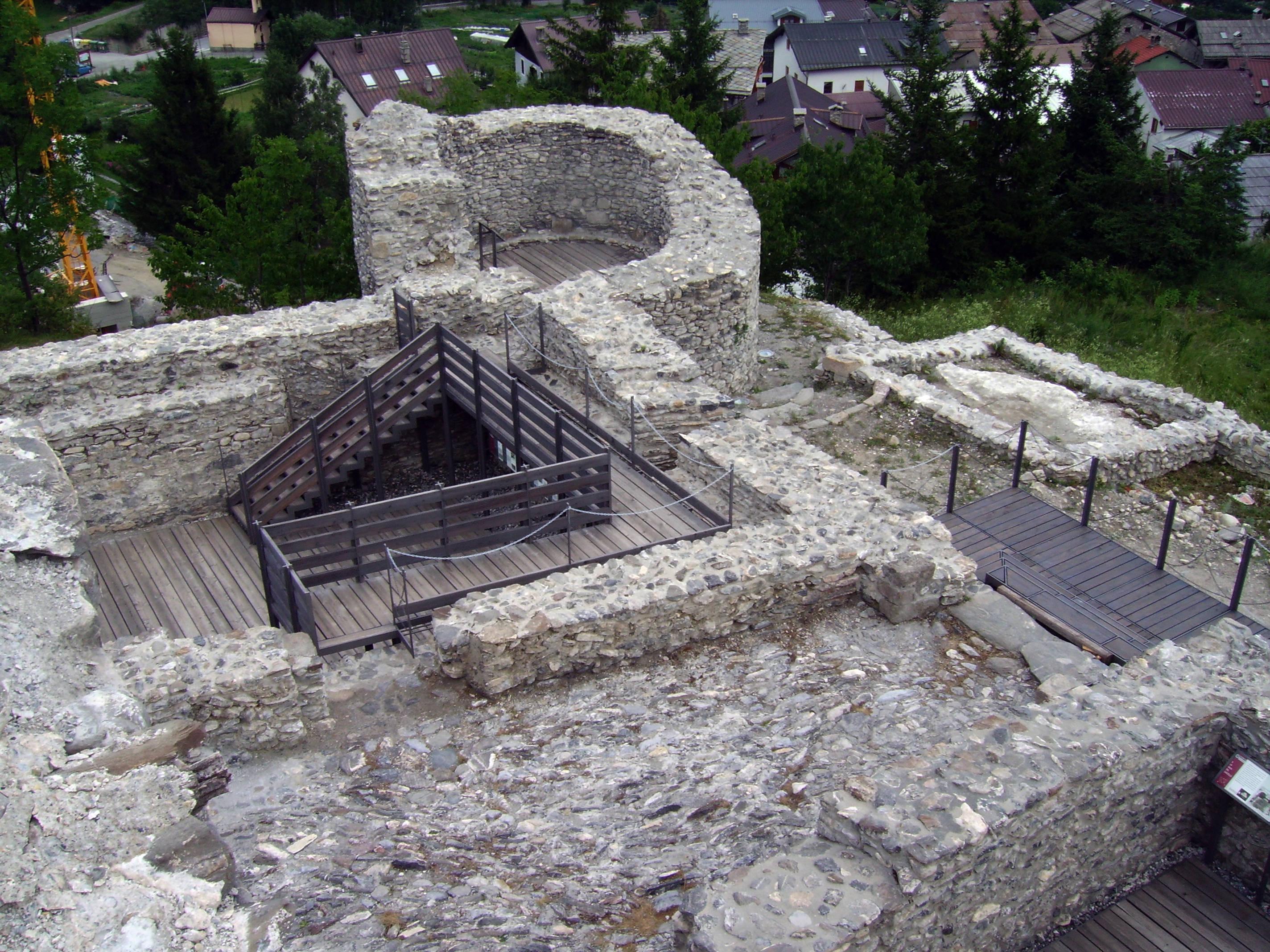 Tour d'Amont