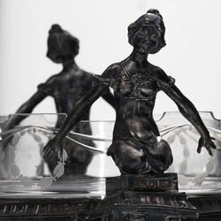 Centrotavola Liberty italiano in cristallo e lega in peltro, foto Alice Godone