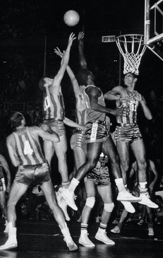 Fase della partita di basket USA – Brasile.