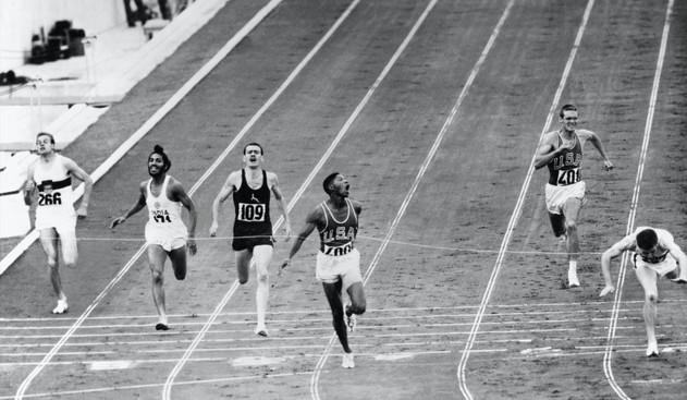 "Finale dei 400 metri:  1° Otis Davis  44""9; 2° Carl Kaufmann."