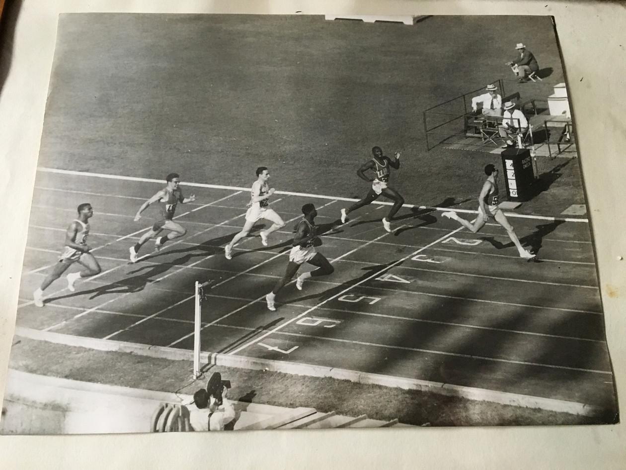 """Ore 16:00 del 3 Settembre1960,  semifinale dei 200 metri.  Berruti vince in 20""""5  uguagliando il record del mondo  e battendo gli atleti statunitensi Norton e Johnson."""