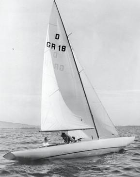 La vela della Grecia con il principe Costantino vincitrice della categoria Dragon.