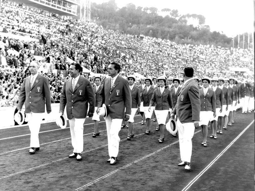La squadra italiana chiude la  la sfilata delle 83 nazioni partecipanti alla diciasettesima edizione dei Giochi Olimpici Moderni.