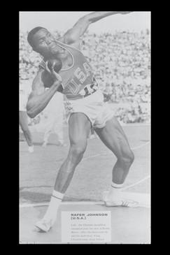 Rafer Johnson vincitore Decathlon con 8.392 punti .