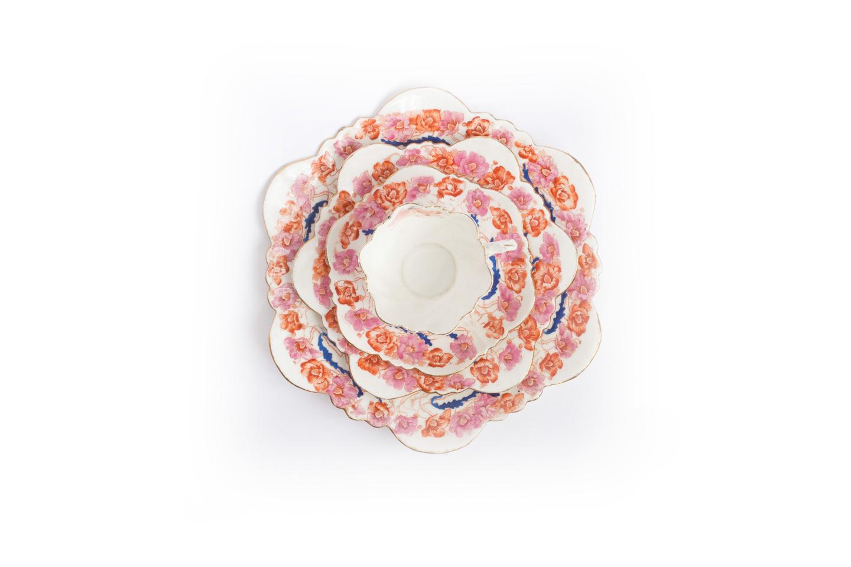 Tazzina con piattini in porcellana francese, decori Art Nouveau, foto Alice Godone