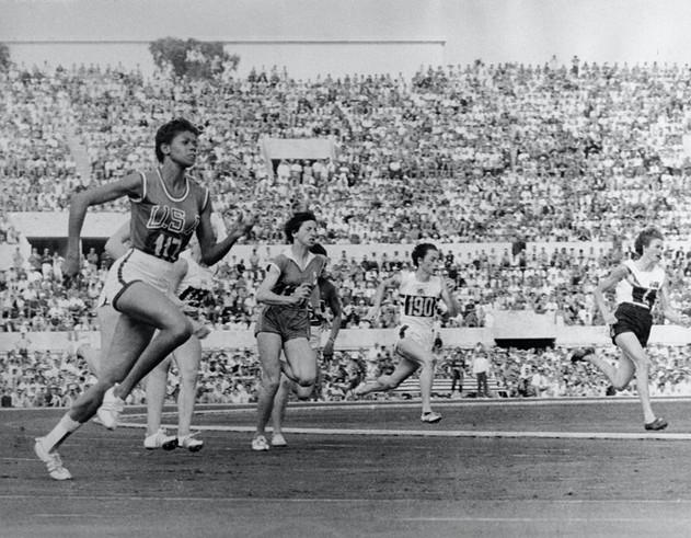 """Wilma Rudolph verso la vittoria sui 200 metri  in 24""""."""