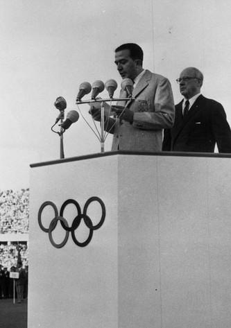 Giulio Andreotti nel lungo - e politico - discorso di apertura dei Giochi.