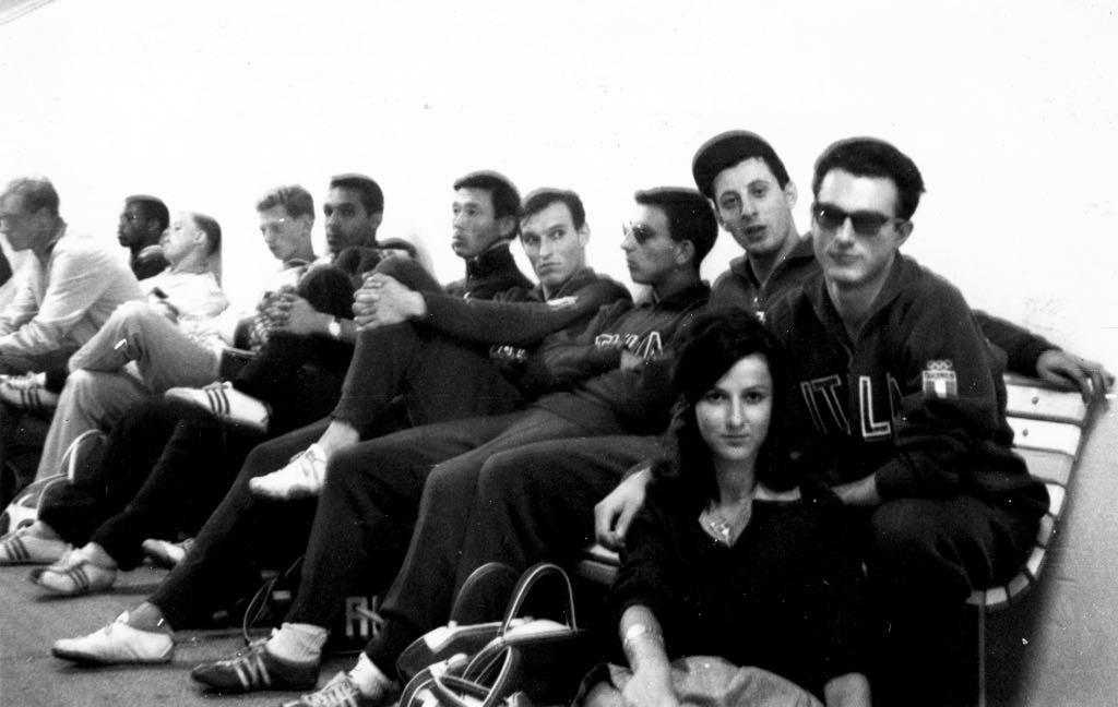4X100 Italia (Cazzola, Sardi, Giannone, Berruti) con Bella, in attesa della finale olimpica (4° posto).