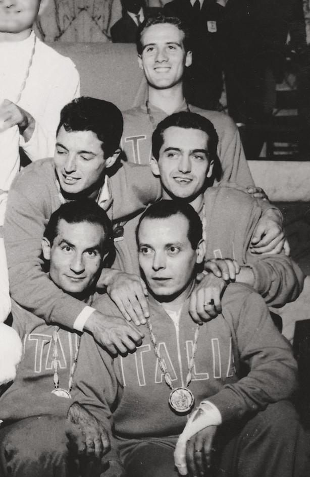 Scherma, la squadra di spada vincitrice dell'oro: Edoardo Mangiarotti, Fiorenzo Marini, Carlo Pavesi, Alberto Pellegrino, Gian Luigi Saccaro.