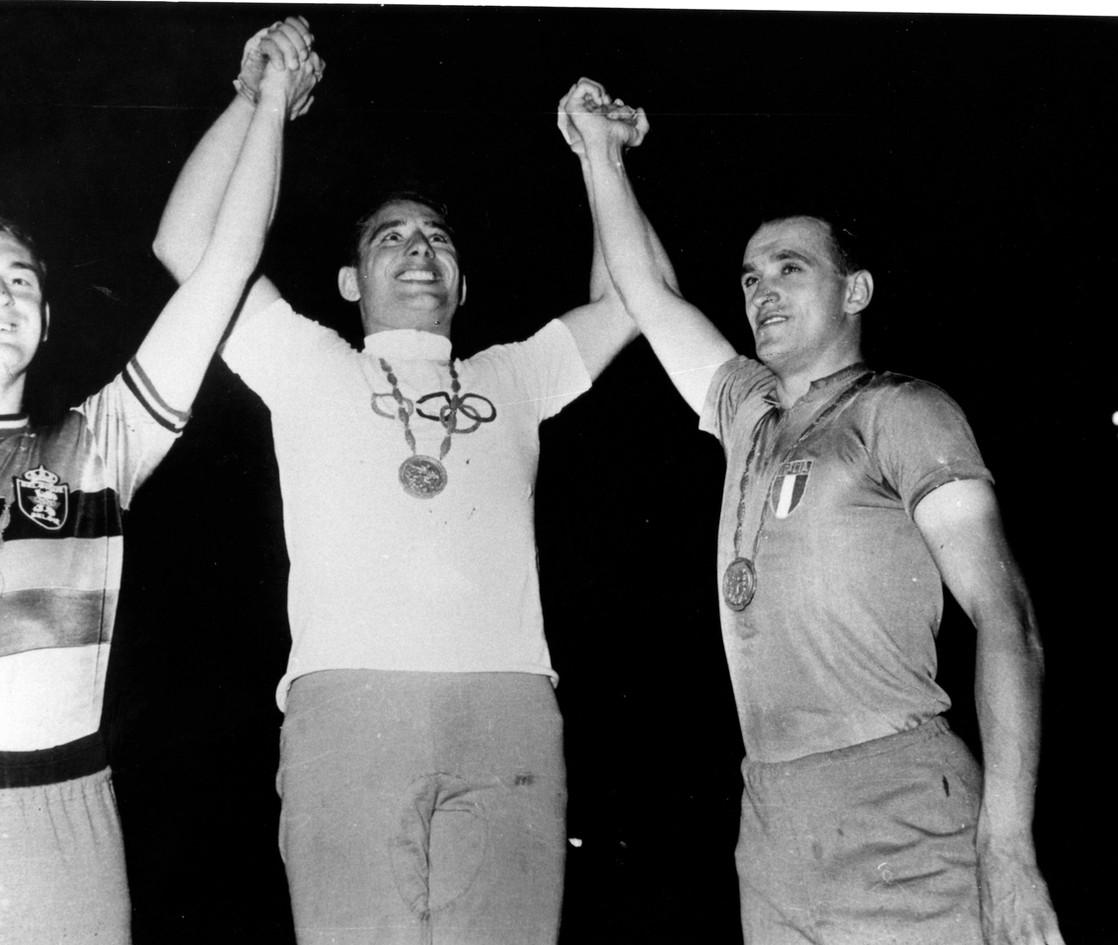 Sante Gaiardoni, straripante vincitore della velocità su pista(2° Sterckx  e 3° Gasparella).  Il ciclismo ha contribuito con 5  medaglie al bottino di 13 medaglie d'oro.