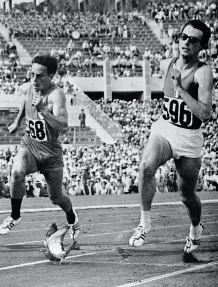 "Livio Berruti , Claude Piquemal e la colomba; quarti di finale  200 m vinti da Berruti in 20""8."