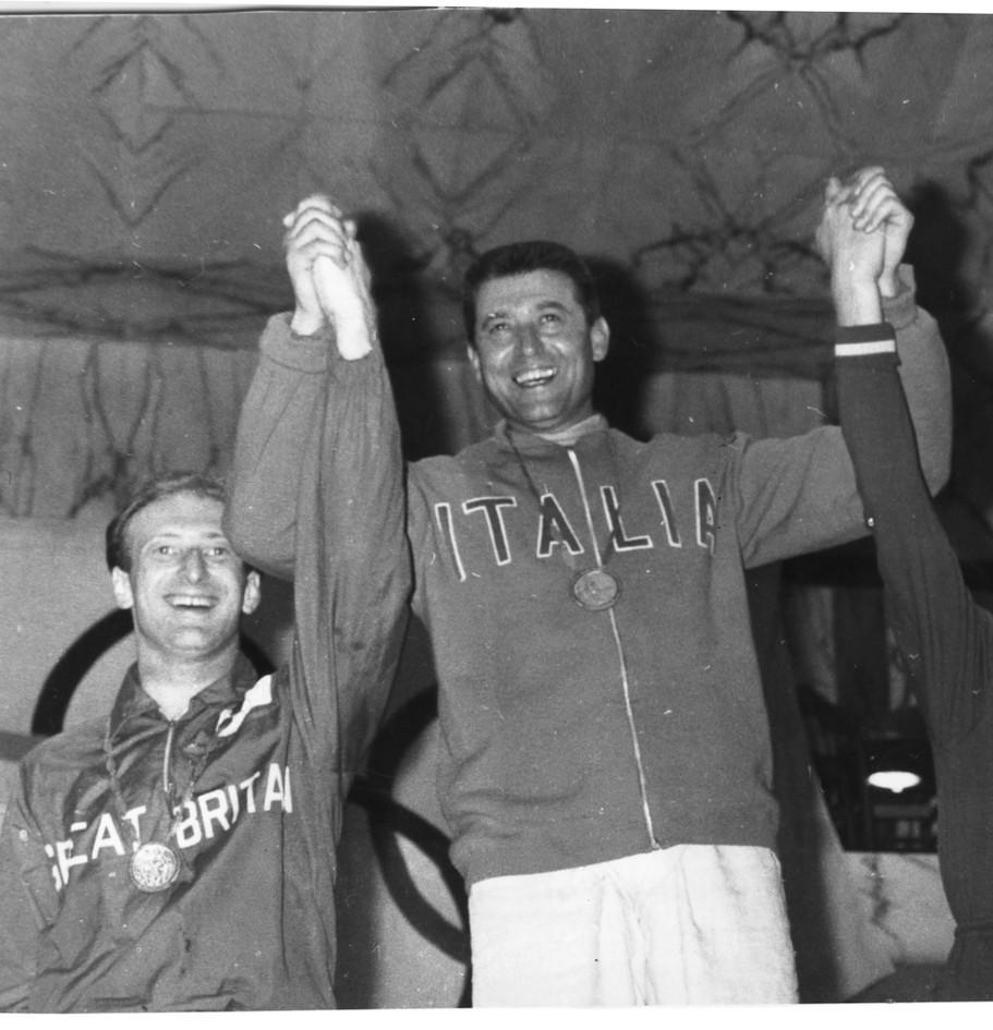 Giuseppe Delfino, vincitore della gara di spada (2° Allan Jay e 3° Habarovs). La scherma è lo sport che ha dato sempre massime soddisfazioni ai colori azzurri.