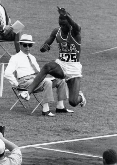 Ralph Boston vince il salto in lungo con 8,12 metri; 2° Roberson con 8,11 metri; 3° Ter Ovanesian con 8,04 metri.