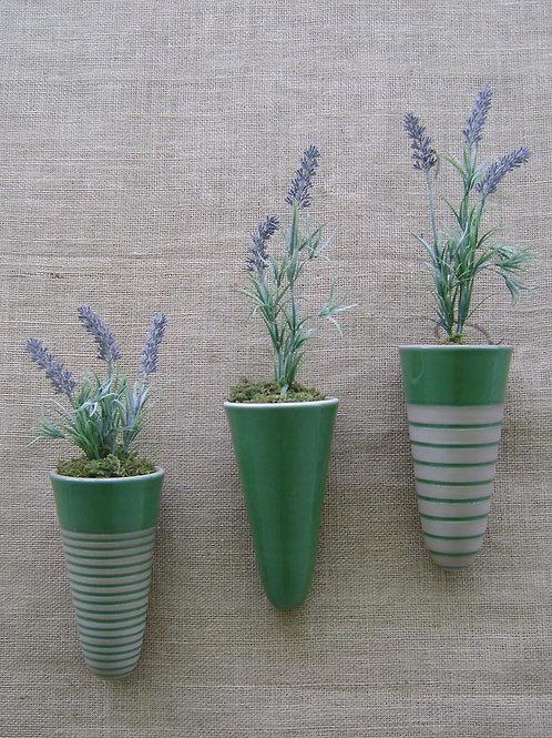 Conjunto vaso de parede para plantas cone verde