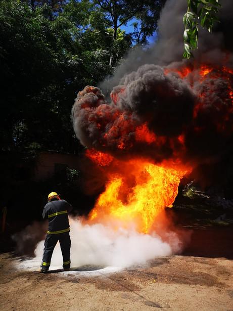 Prueba de Apagado Extintor de Polvo en combustible