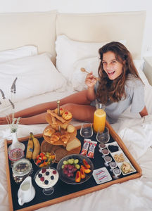breadfast on bed