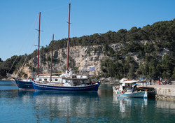 DSCF4493 Gorgona cruise boat at Patitiri